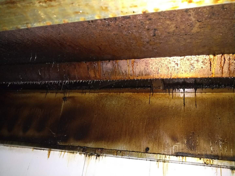 家洁艺会员大型油烟管道清洗中